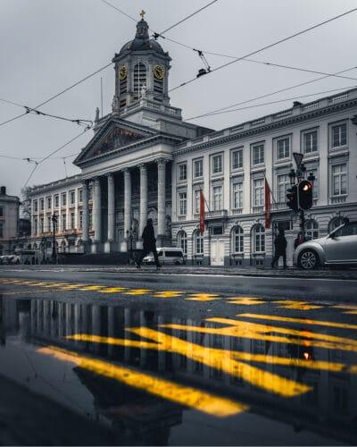 Eglise Saint-Jacques-sur-Coudenberg Bruxelles pluie nuages taxi jaune Geoffrey Lje