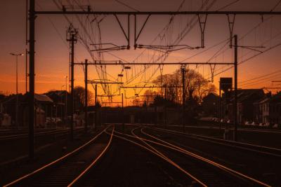 Vue depuis le quai de la Gare d'Ans coucher du soleil Geoffrey Lje train rail