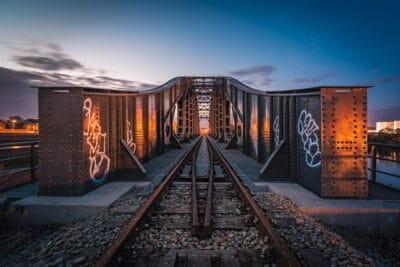 Pont de voie ferrée Wandre Liège train heure bleue Geoffrey Lje