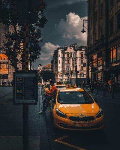 Taxi Budapest, Hongrie street photographie Geoffrey Lje