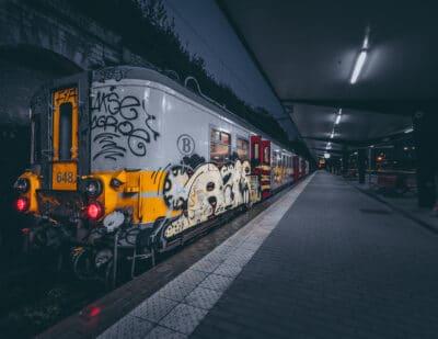 Train en gare de Verviers Belgique nuit quai de gare Geoffrey Lje