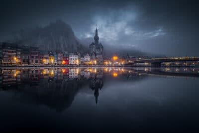 Ambiance mystique au lever du jour à Dinant photo eglise citadelle de Dinant reflet pont Geoffrey Lje