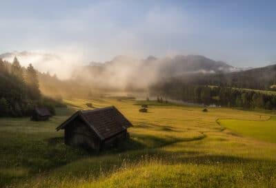 Cabanes de Geroldsee, Bavière Allemagne vallée brume lever du soleil Allemagne Geoffrey Lje