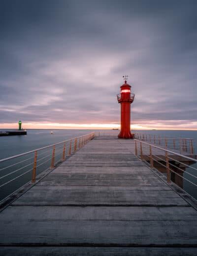 Le phare rouge de Boulogne-sur-mer france ponton Geoffrey lje