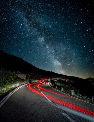 Night trails, col du furka Suisse voie lactée Geoffrey lje