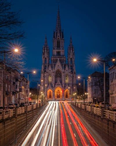 Night trails devant Notre dame de Laeken Voitures Geoffrey Lje
