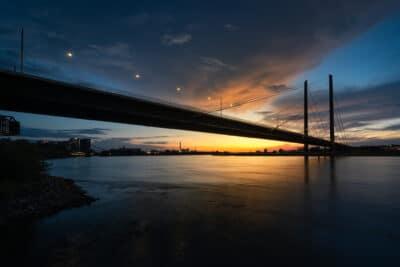 Pont de Rheinknie - Düsseldorf coucher de soleil pose longue Geoffrey Lje