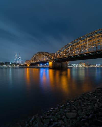 Vue sur la Cathédrale de Cologne de nuit heure bleue Geoffrey Lje