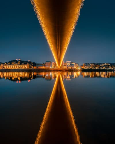 Symétrie à Maastricht Noël pont reflet Nuit heure bleu Geoffrey Lje