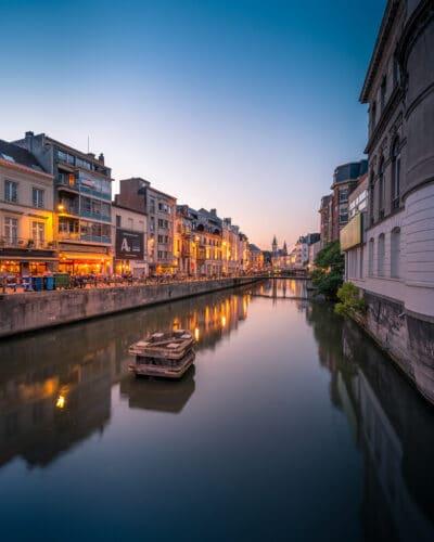Vue sur un canal de Gand belgique reflet heure bleue Geoffrey Lje