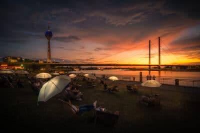 Coucher de soleil sur Dusseldorf parapluie fete Geoffrey Lje